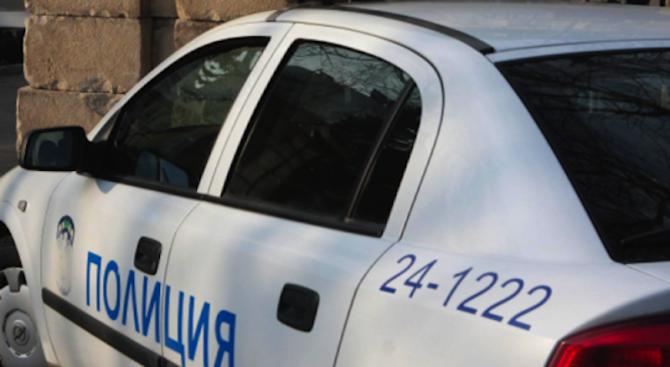 Хулиган вилня в автобус във Варна, обижда и рита пътниците