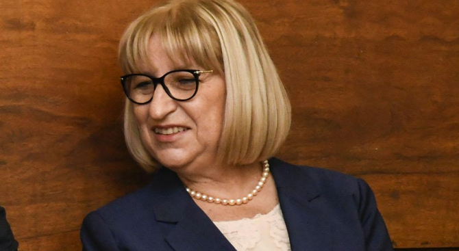 Министър Цачева свиква Съвета по съдебна реформа