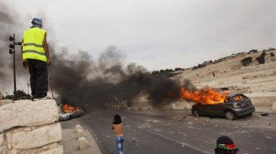 Двама загинали при предполагаема атака с врязване на кола на Западния бряг