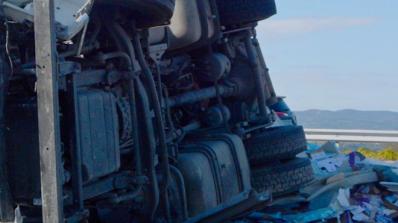 Обърнал се камион блокира за часове движението в Кресненското дефиле (обновена)
