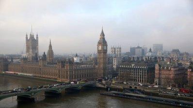 Проверяват втори подозрителен пакет в британския парламент за последните два дни