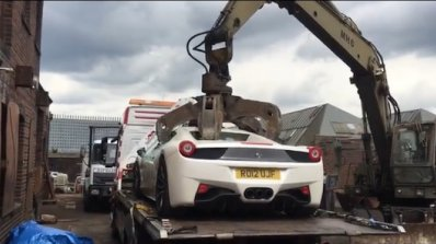 Полицията унищожи Ferrari на милионер бизнесмен (видео)