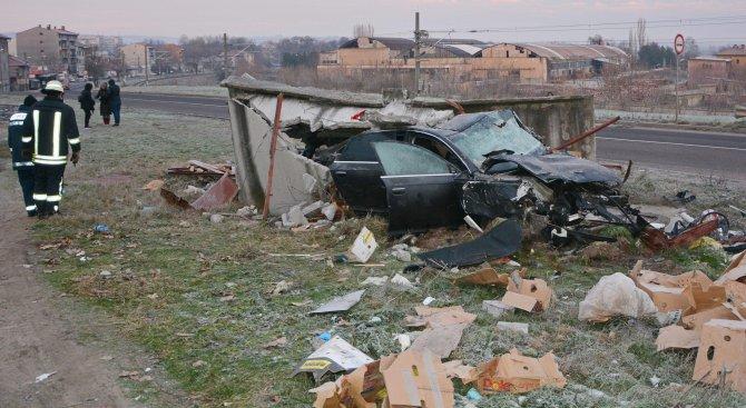 Неправоспособен шофьор бере душа след катастрофа край Търговище