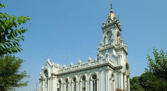 Няколко хиляди православни българи посрещнаха Великден в Желязната църква