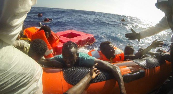 Спасиха 120 мигранти край бреговете на Либия