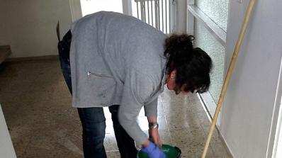 Чистачката Христина, опитала да спре бягащите затворници, стана герой във Фейсбук (снимки)