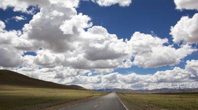 Пътните настилки са предимно сухи, на места мокри