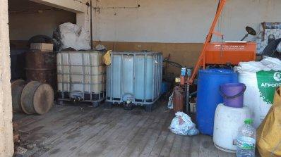 Русенски митничари конфискуваха над два тона нелегално гориво (снимки)