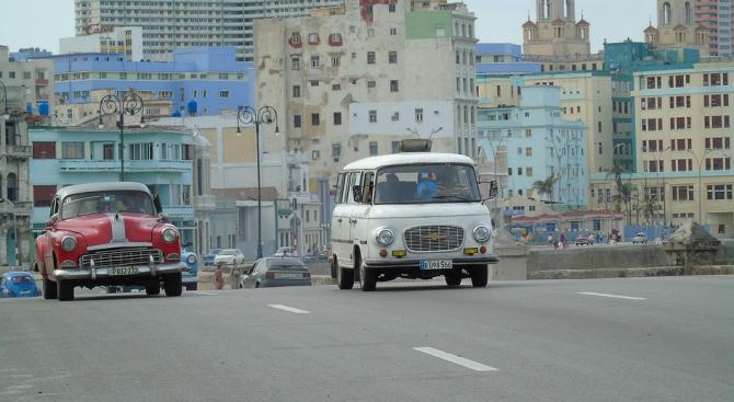 Канада прибира семействата на дипломатите си в Куба