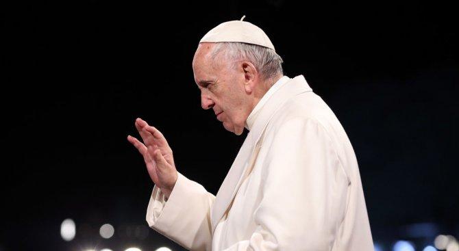 Папа Франциск се срещна с баща, потърсил помощта му за неизлечимо болно бебе
