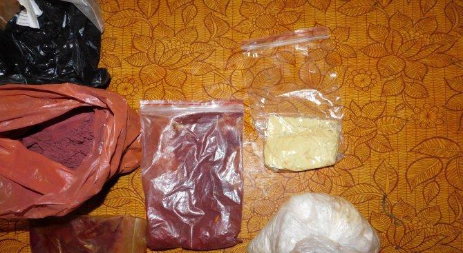 Задържаха млада жена за притежание на хероин
