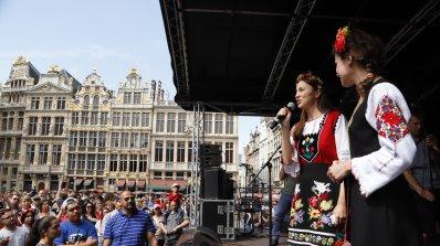Хиляди българи и чужденци се хванаха за ръце на Голямото хоро в Брюксел (снимки)