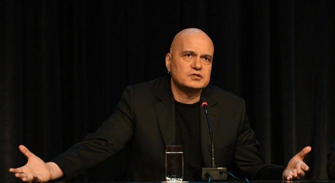 Слави Трифонов продължава с кастингите за политици