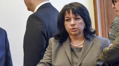 """Министър Петкова разговаря с протестиращи срещу """"Топлофикация"""" граждани"""