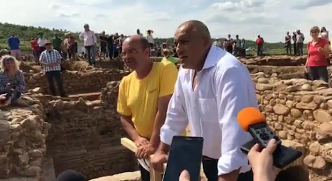 Борисов за археологическите разкопки по трасето на лот 3: Ще търсим решение (обновена+видео)