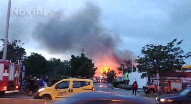 """Умишлен палеж е основната версия за пожара в склад в """"Красна поляна"""""""