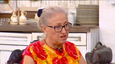 Кармен Лазарова, която изпрати болната Теодора в Бразилия, с коментар за случая