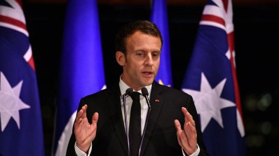 Макрон пристигна на тридневно посещение в Австралия (снимки)