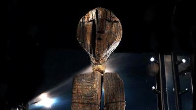 Загадъчната дървена статуя е два пъти по-стара от египетските пирамиди