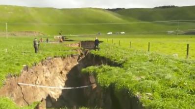 Земята се разцепи в Нова Зеландия (видео)
