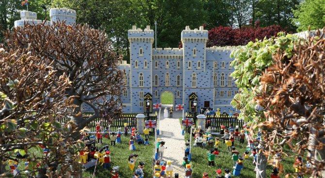 """""""Леголенд"""" представи макет на замъка Уиндзор преди кралската сватба (видео)"""