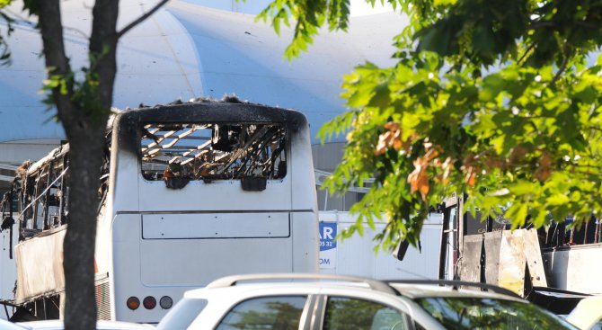 На обикновени туристи приличали атентаторът от летище Сарафово и помагачите му