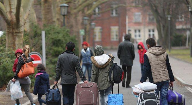 Германия ще преразгледа 18 000 решения за даване на убежище