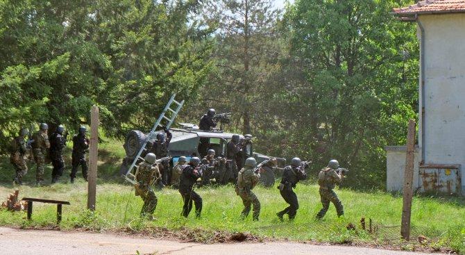 Специалните сили на България и Македония проведоха съвместно учение (снимки)