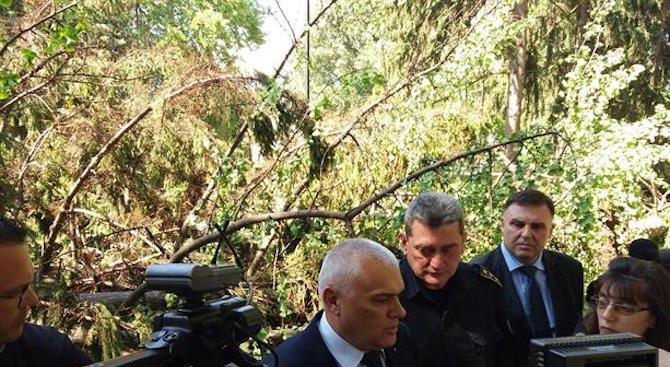 Валентин Радев посети пострадалите от бурята Плевен и Гривица (снимка)