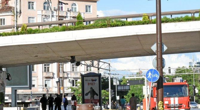 Забравен куфар затвори за пешеходци подлез до НДК (снимки)