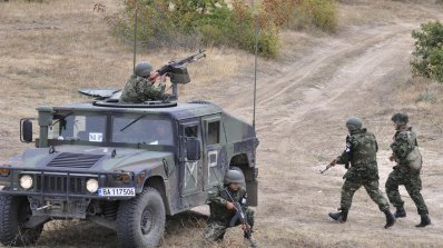 Армията изпълнява задачите си трудно и с повишен риск