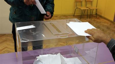 Частични местни избори се провеждат в няколко населени места в страната