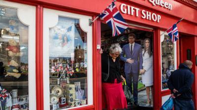 Две трети от британците са безразлични към кралската сватба