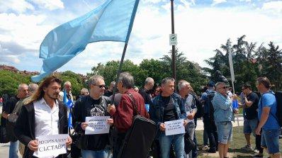 Вижте протестния концерт на музикантите от БНР (снимки+видео)