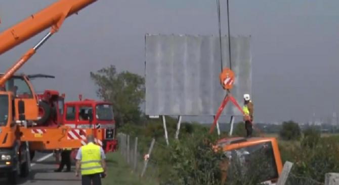 """Катастрофа с автобус и ТИР на магистрала """"Тракия"""", двама са тежко ранени (видео+снимки+обновена)"""
