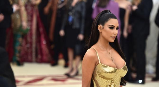 Ким Кардашиян се пусна чисто гола  (снимка 18+)