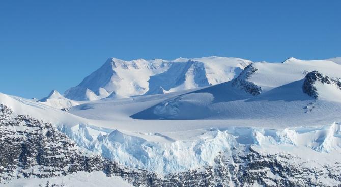 Откриха гигантски каньони в Антарктида