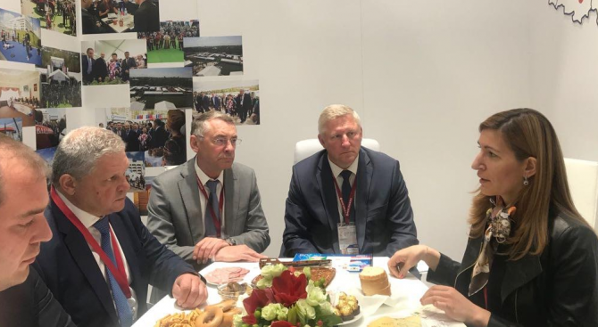 Министър Ангелкова обсъди партньорството в туризма с ръководители на Владимирска област