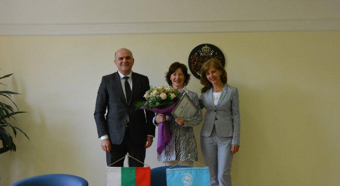 Бисер Петков връчи почетна грамота на Мария Конде