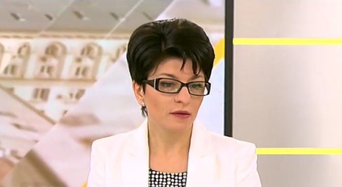 Десислава Атанасова: Румен Радев в Москва беше като подгряваща група