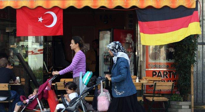 Учен от Анкара: Турците в ЕС смятат Реджеп Ердоган за свой баща