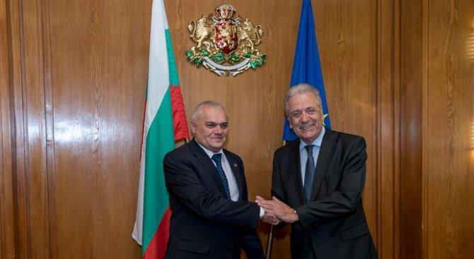 Валентин Радев се е срещнал с комисар Димитрис Аврамопулос