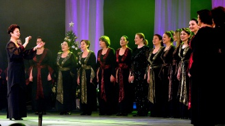 """Лиса Джерард """"се страхувала"""" да пее с """"Мистерията на българските гласове"""""""