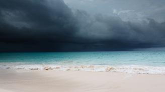 Американски синоптици предвиждат от един до четири по-силни урагана тази година