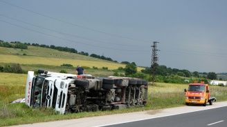 "ТИР се обърна на магистрала ""Марица"""