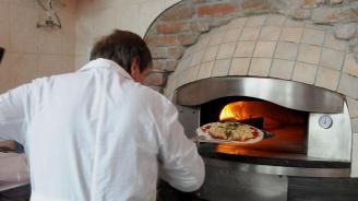 Приготвиха най-дългата пържена неаполитанска пица в Италия