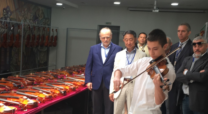 15-годишен от Казанлък свири Бах на 300-годишна цигулка