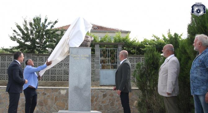 В Несебър откриха паметник на Христо Ботев (снимки)