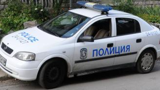 Мъж задигна колата на полицай пред очите му