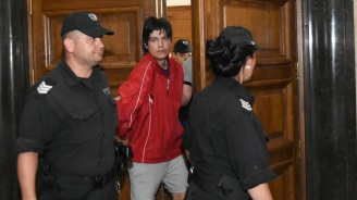 Домашен арест за мъжа, наръгал с нож тийнейджър в тролей в София (снимки)